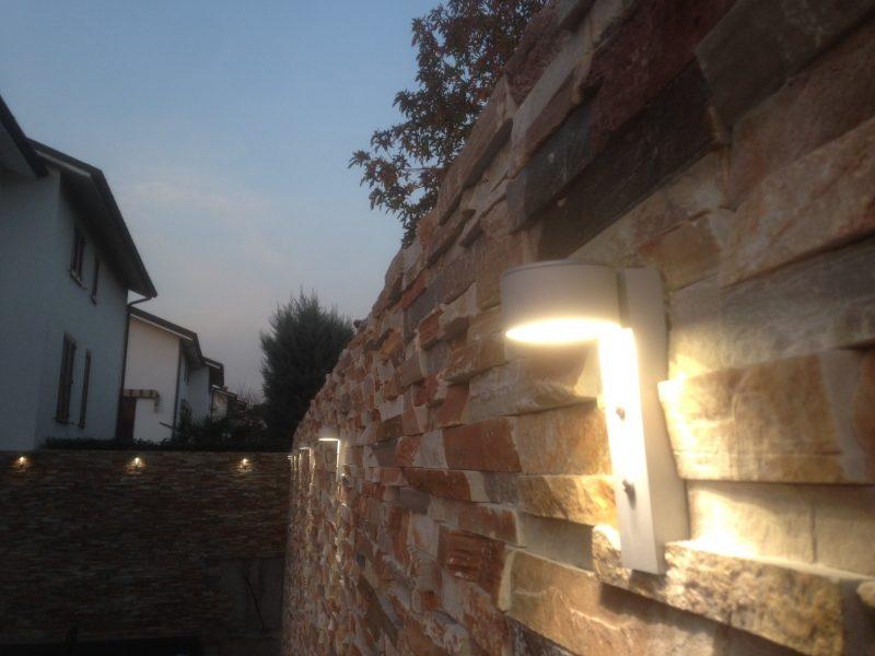 Guida ai Faretti per Illuminare parete in Pietra